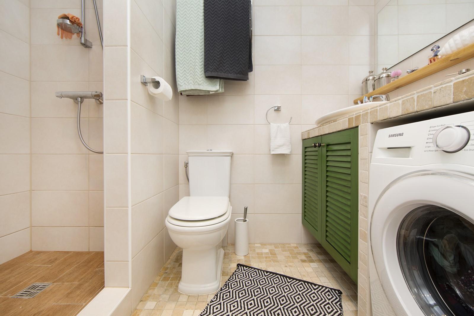 Двери шкафа ванной комнаты