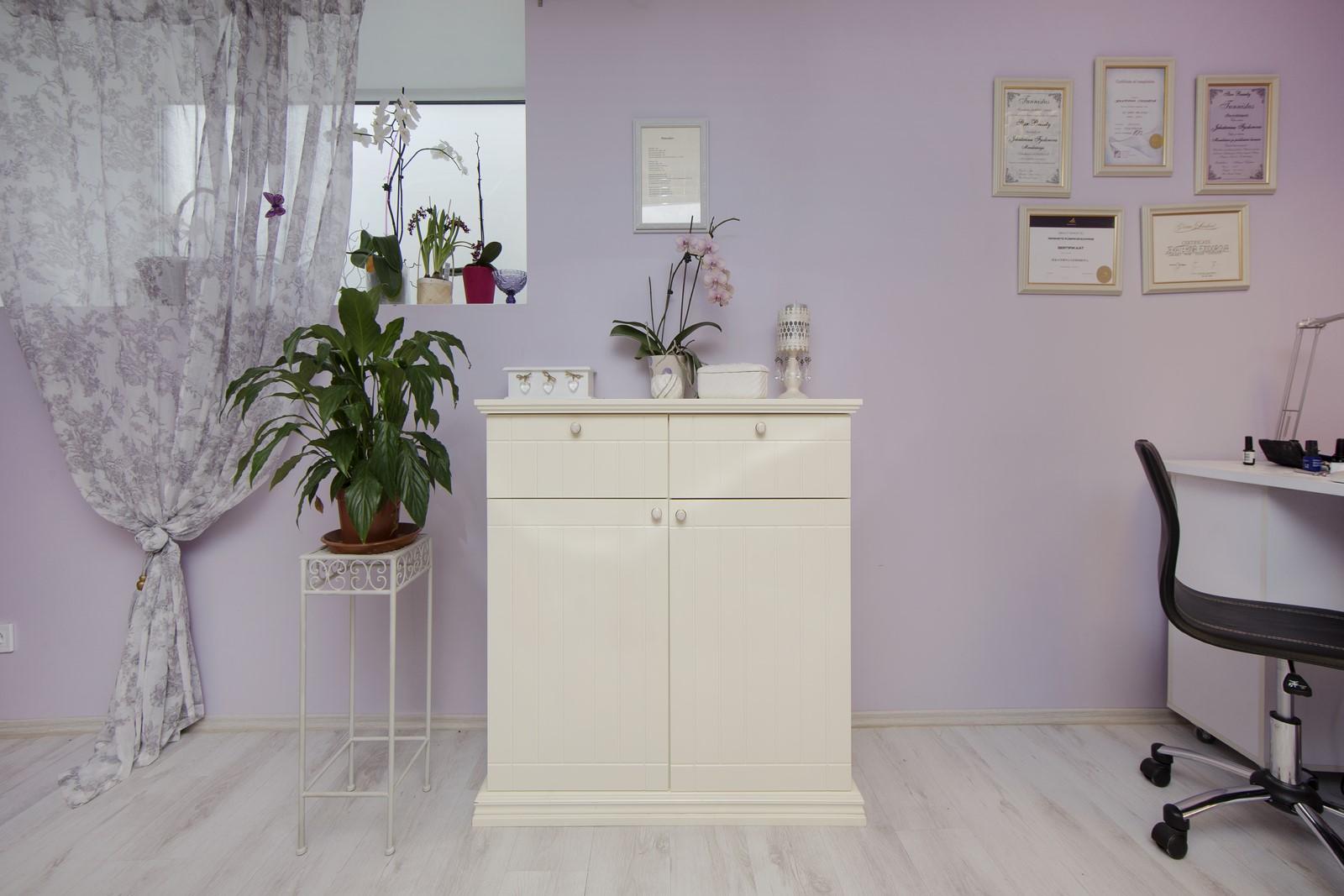 Мебель в косметический салон.
